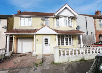 Thumbnail 6 bedroom detached house to rent in Tudor Road, Luton