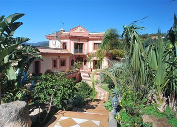 Thumbnail 4 bed property for sale in Estepona, Málaga, Andalucía