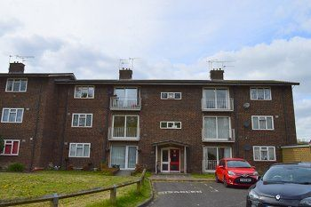 Thumbnail 2 bed flat to rent in Oak Way, Crawley, West Sussex
