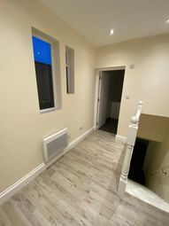 High Road, London N20. 1 bed flat