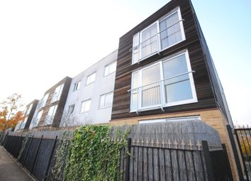 3 bed flat to rent in Borland Road, London SE15