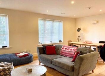 69 Station Road, Potters Bar EN6. 2 bed flat