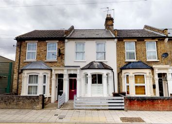 Thumbnail 1 bed flat for sale in Daubeney Road, London