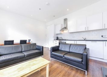 3 bed flat to rent in Grand Parade, Green Lanes, London N4