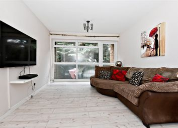 Thumbnail 2 bed flat for sale in Croxley Rise, Maidenhead, Berkshire