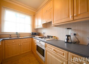 Thumbnail 3 bedroom flat to rent in Sedgemere Avenue, East Finchley, London