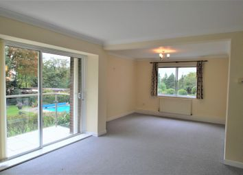 3 bed flat to rent in Minster Court, Hillcrest Road, Ealing W5