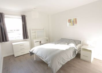 Room to rent in Hind Grove, London E14