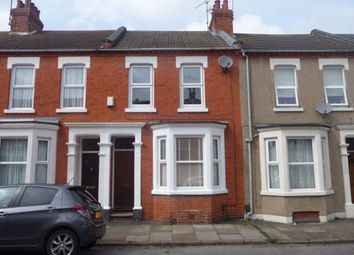 3 bed property to rent in Cedar Road, Abington, Northampton NN1