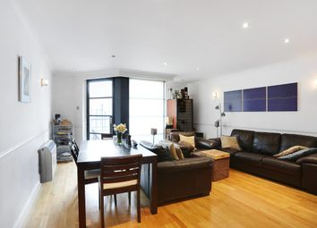 Thumbnail 2 bed flat to rent in Curlew Street, London