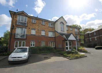 2 bed flat to rent in Parry Drive, Weybridge KT13