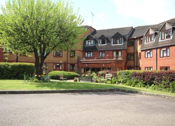 Thumbnail 1 bedroom flat to rent in Crescent Dale, Maidenhead