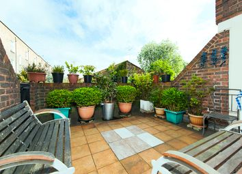 Thumbnail 2 bed maisonette for sale in Copenhagen Street, Islington