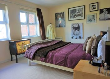 Thumbnail 2 bed flat to rent in Whitehall Green, Leeds