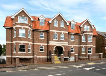 Thumbnail 2 bed flat for sale in Flat 18 High Views, Ellam Court, Bushey, Hertfordshire
