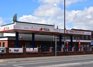 Thumbnail Retail premises to let in Central Garage, 36 Oldham Road, Royton, Oldham