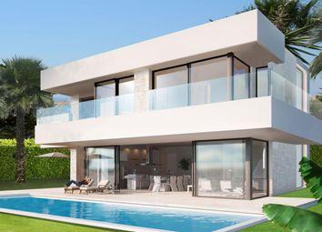 Thumbnail Villa for sale in Avenida Chile 29693, Estepona, Málaga