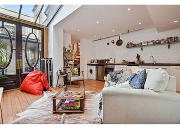 Thumbnail 2 bed property to rent in Munro Mews, North Kensington, London