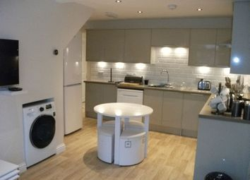 Thumbnail 1 bed property to rent in The Oval, Didcot