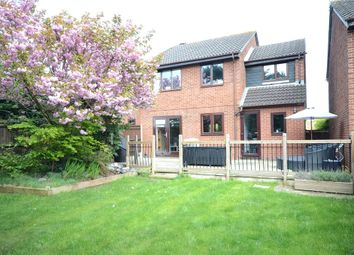 Thumbnail 4 bedroom detached house for sale in Ballamoor Close, Calcot, Reading
