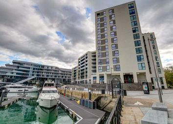 Alexandra Wharf, Ocean Village, Southampton SO14. 2 bed flat for sale