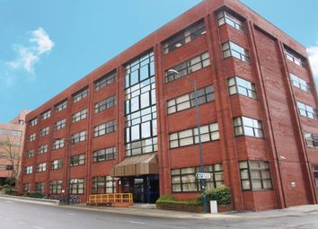 1 bed flat to rent in Stunning Executive Studio Apartment Let, Town Centre, Electra House SN1