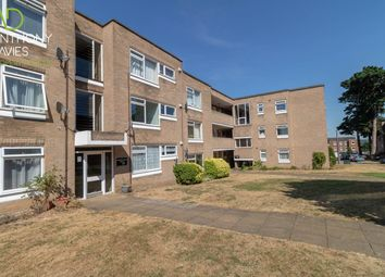 Thumbnail 2 bed flat to rent in Chapel End, Hoddesdon