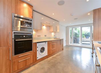 2 bed terraced house to rent in Thornbury Road, London SW2