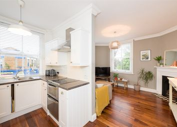 High Street, Claygate, Esher KT10. 2 bed flat for sale