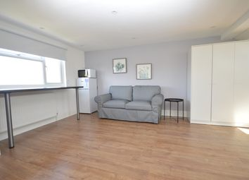 Thumbnail Room to rent in Balloch Road, London