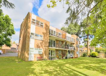 Thumbnail 2 bedroom flat to rent in Luton Road, Harpenden, Hertfordshire