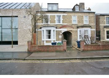 Thumbnail 2 bed flat to rent in Bullingdon Road, Oxford