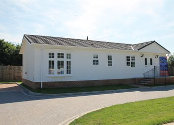 Thumbnail 2 bed mobile/park home for sale in Lyngfield Park, Huxtable Gardens, Maidenhead