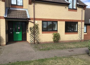 2 bed flat to rent in Wensum Gardens, Lowestoft NR32