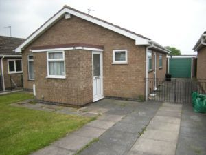 Thumbnail 2 bedroom bungalow to rent in Frome Avenue, Oadby