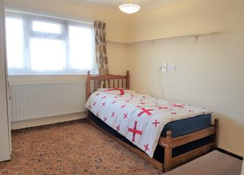 Thumbnail Studio to rent in Stanwell Road, Feltham