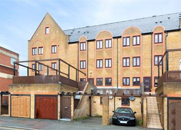 2 bed flat to rent in Rotherhithe Street, London SE16
