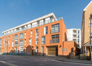 1 bed flat to rent in Fox Lane North, Chertsey KT16