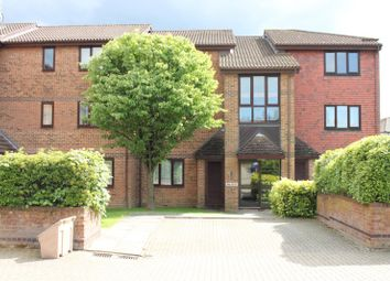 Thumbnail 1 bed flat to rent in Tanyard Close, Horsham