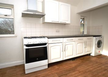 Thumbnail 3 bed flat to rent in Redhill Road, Hitchin