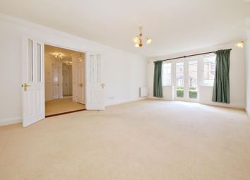Thumbnail 2 bed flat to rent in Oakfield Close, Amersham