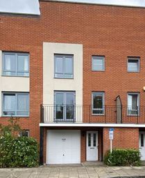 Battle Square, Reading RG30. 3 bed town house