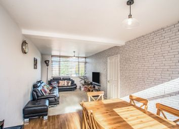 Thumbnail 2 bed flat for sale in Chenies Parade, Amersham