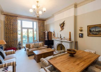 Palace Road, London KT8. 2 bed flat for sale