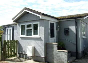 Thumbnail 2 bedroom mobile/park home for sale in Golden Willows, Ickleford
