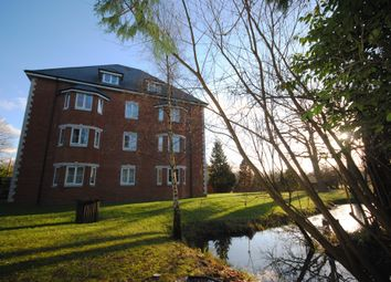 2 bed flat to rent in Green Lane, Shipley Bridge, Horley RH6