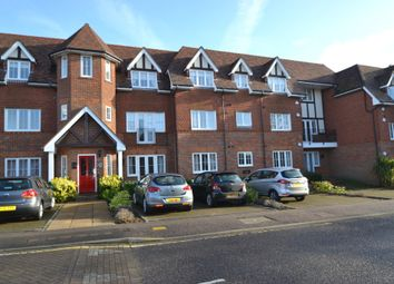 Thumbnail 2 bed flat for sale in Oakfield Close, Amersham
