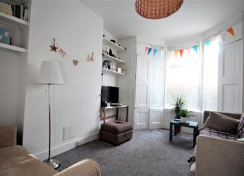 Thumbnail 1 bed flat to rent in Grayling Road, Stoke Newington, London