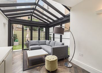 Guilford Street, Bloomsbury, London WC1N. 3 bed maisonette