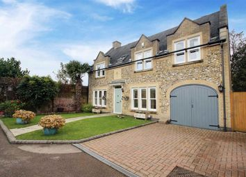 The Courtyard, Shendish, Hemel Hempstead HP3. 4 bed detached house for sale